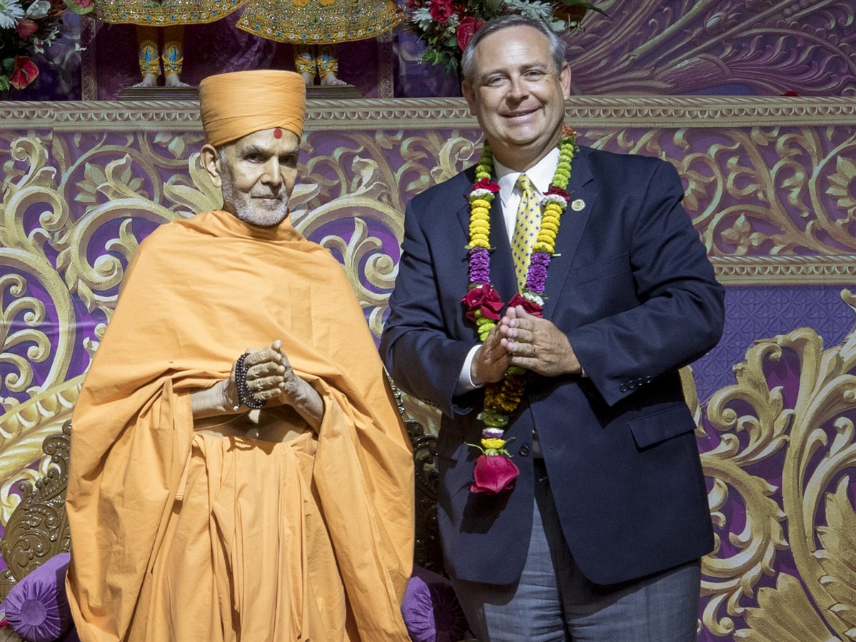 Swamishri with Texas State Representative Rodney Anderson