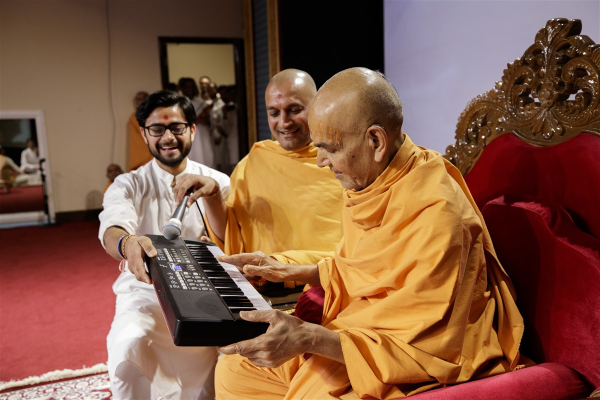 Swamishri sanctifies a musical instrument