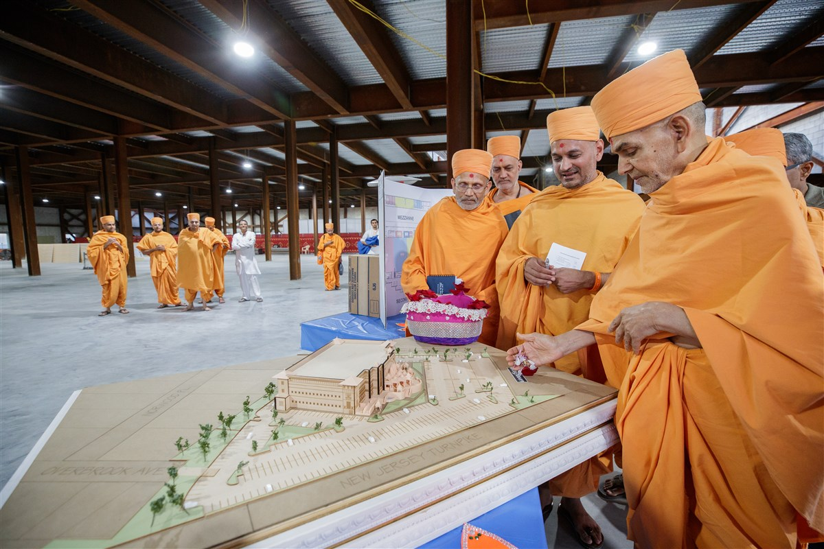 Swamishri blesses construction plans of the new Mandir