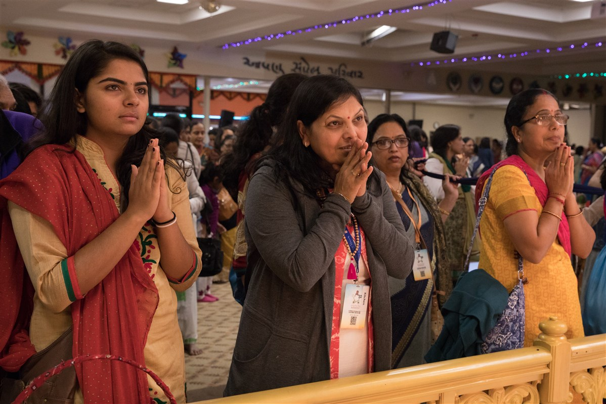 Devotees engrossed in the darshan of Shri Ghanshyam Maharaj