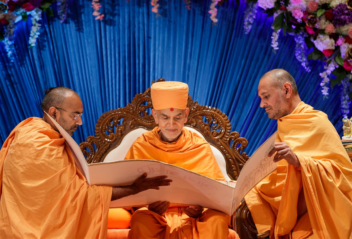 Swamis present Swamishri with a card