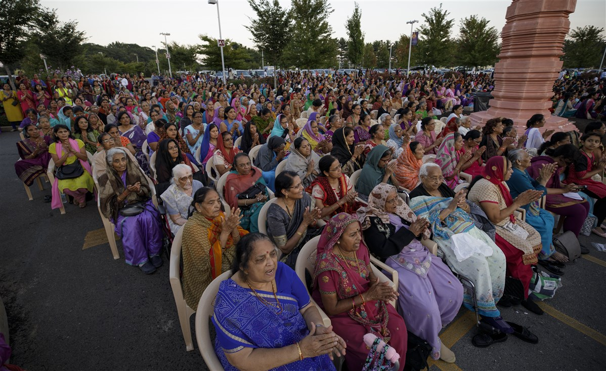 Devotees engrossed in evening arti