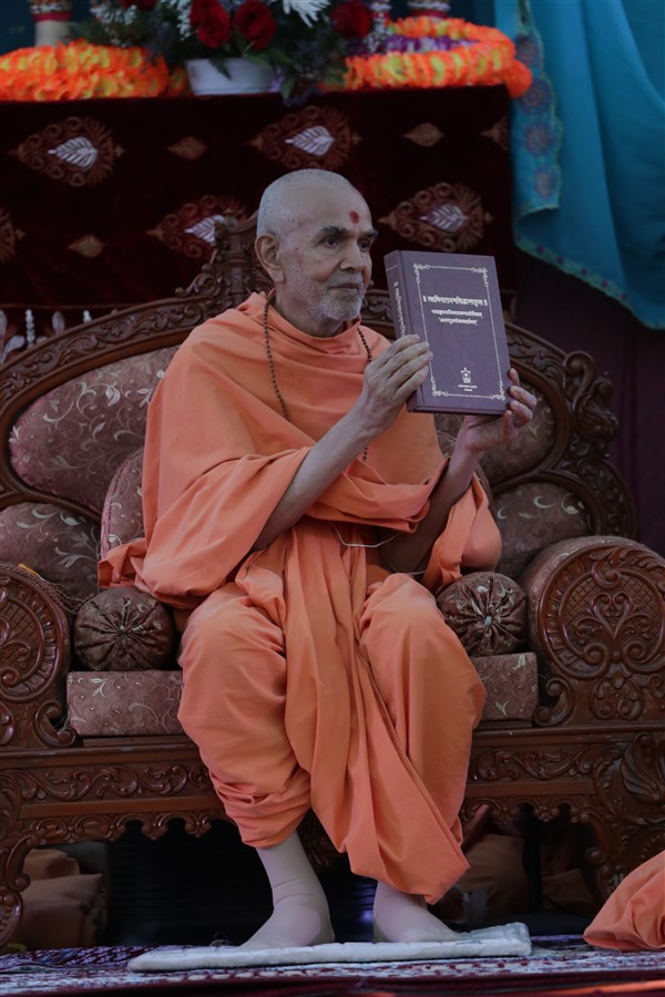 Swamishri inaugurates Svāminārāyaṇasiddhāntasudhā – a vādagrantha that offers an exposition, justification, and defence of the Akṣara-Puruṣottama Darśana's philosophical principles