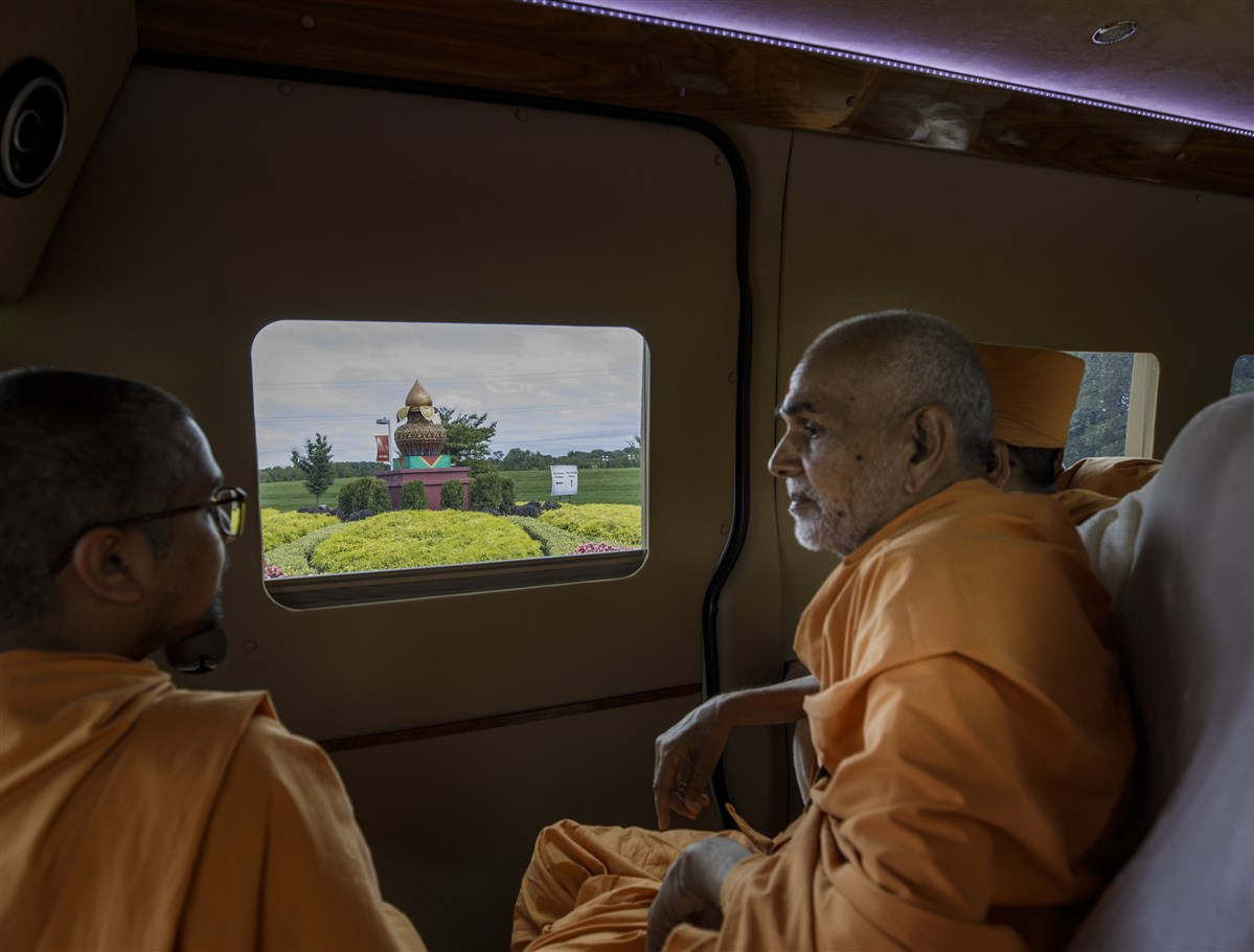 Swamishri engaged in the campus tour
