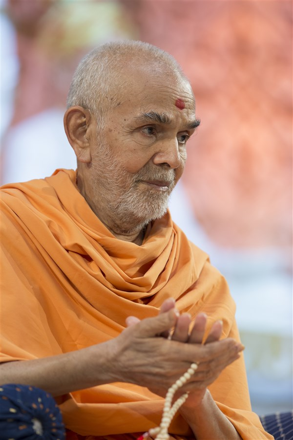 Swamishri had spent a total of more than seven hours in the chhavani, and spoken four times