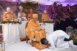 A kishore receives blessings from Swamishri