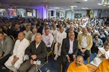 Devotees had been eagerly awaiting Swamishri's arrival in South London