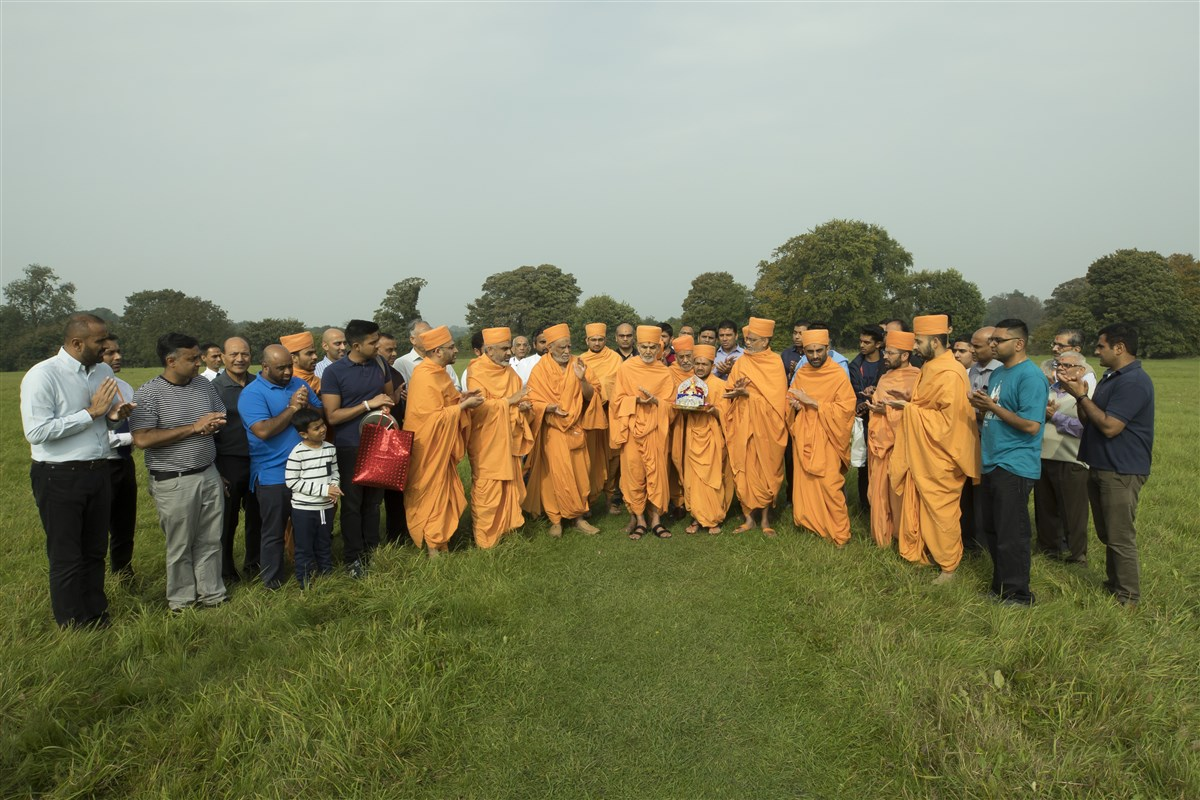 Swamishri travelled to South London in the morning