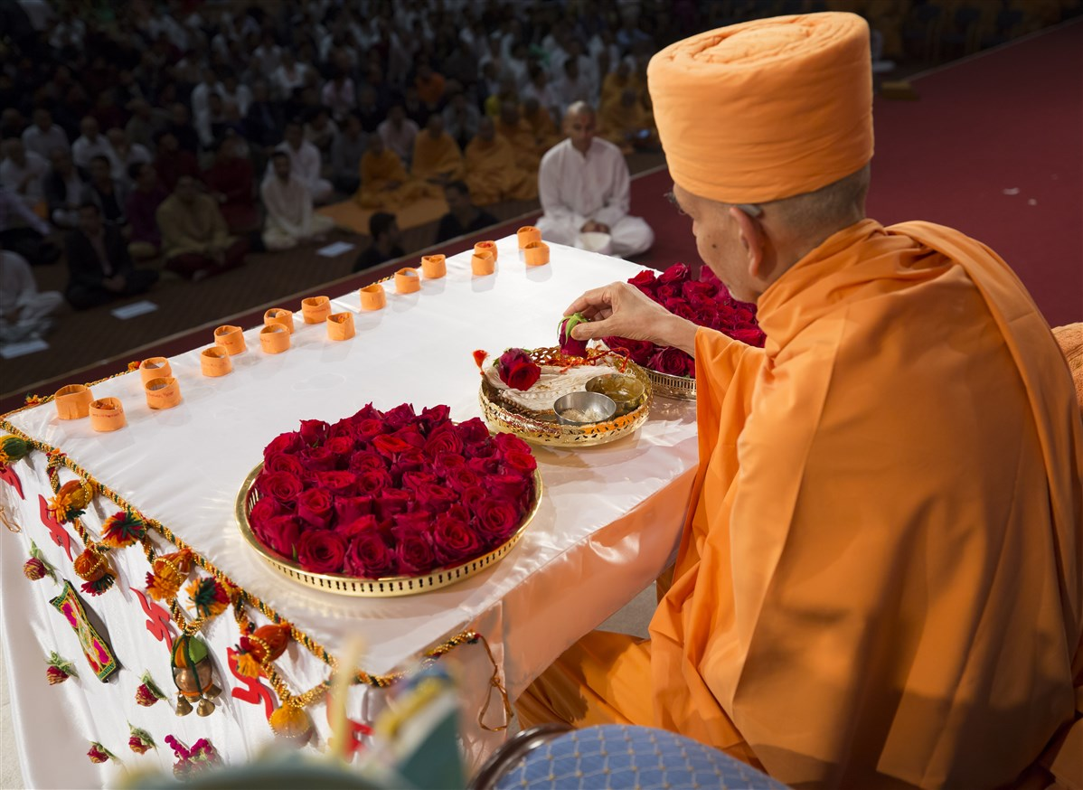 Swamishri engages in the diksha ceremony of Diveshbhai Sadhak of Wellingborough, UK