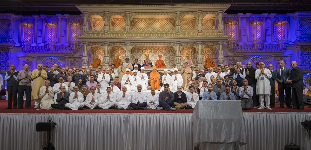 Family members of all swamis from the UK were also honoured in Swamishri's presence