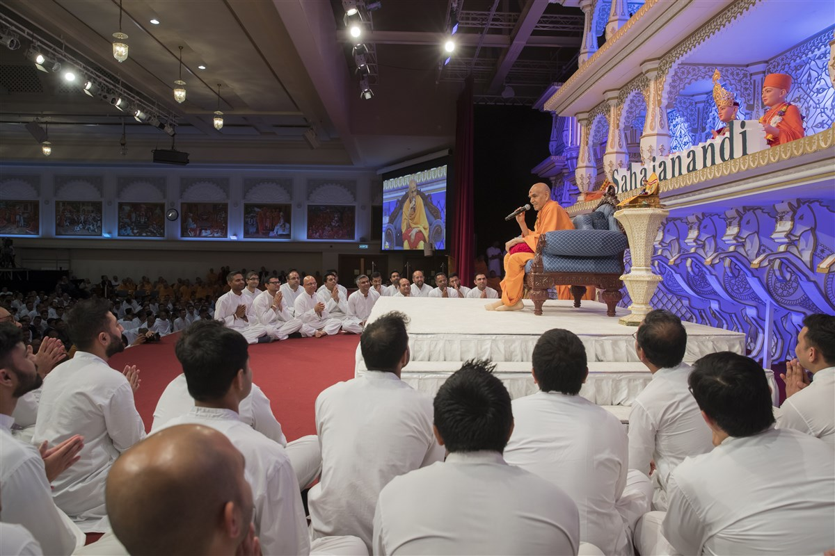 Swamishri blesses the assembly several times during the evening