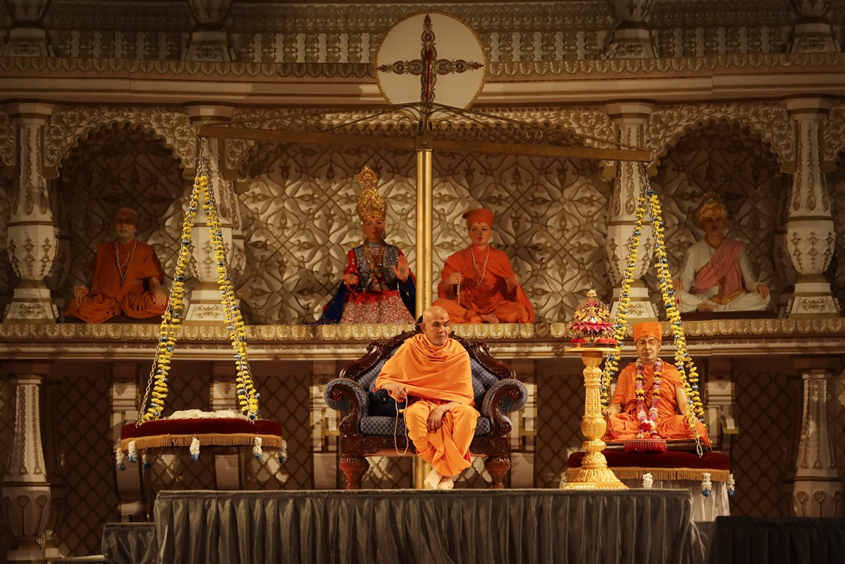 Swamishri watches emotional video testimonials from devotees on the guiding role of Pramukh Swami Maharaj throughout their lives, from conception to cremation
