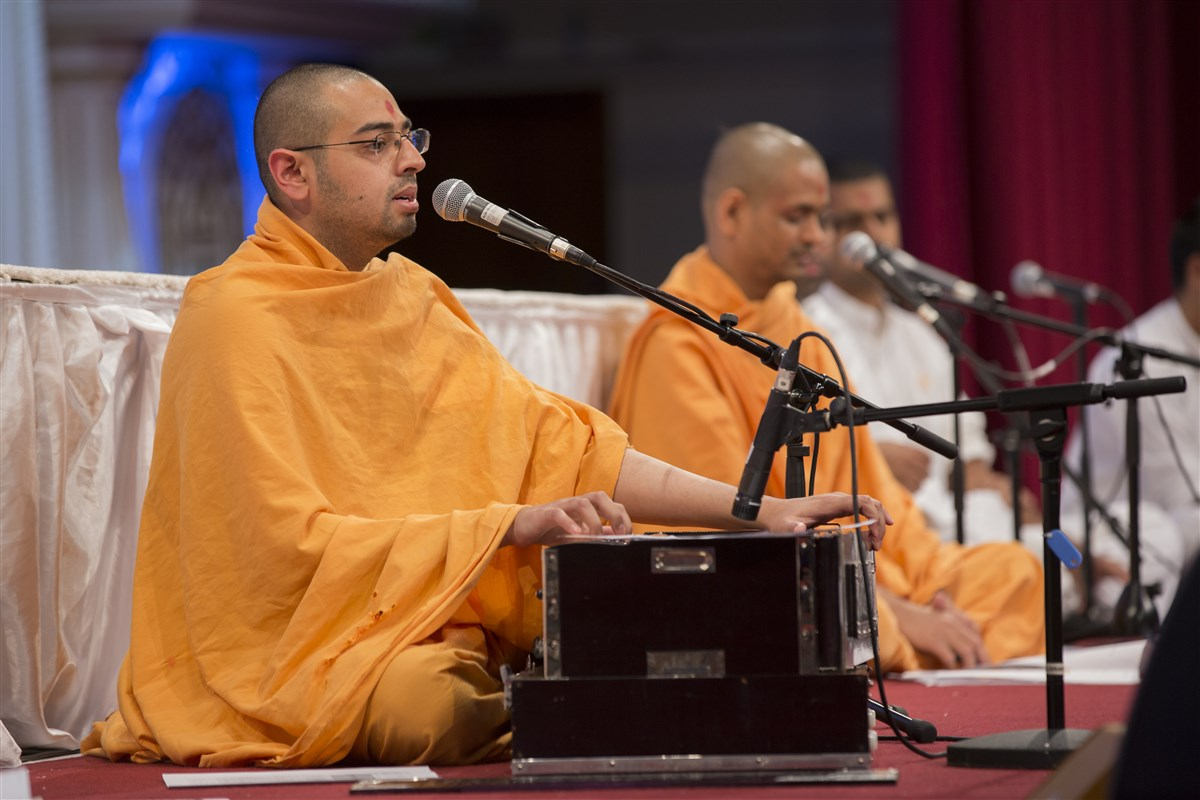 Swamis and devotees sing a series of kirtans about the divine virtues of Pramukh Swami Maharaj
