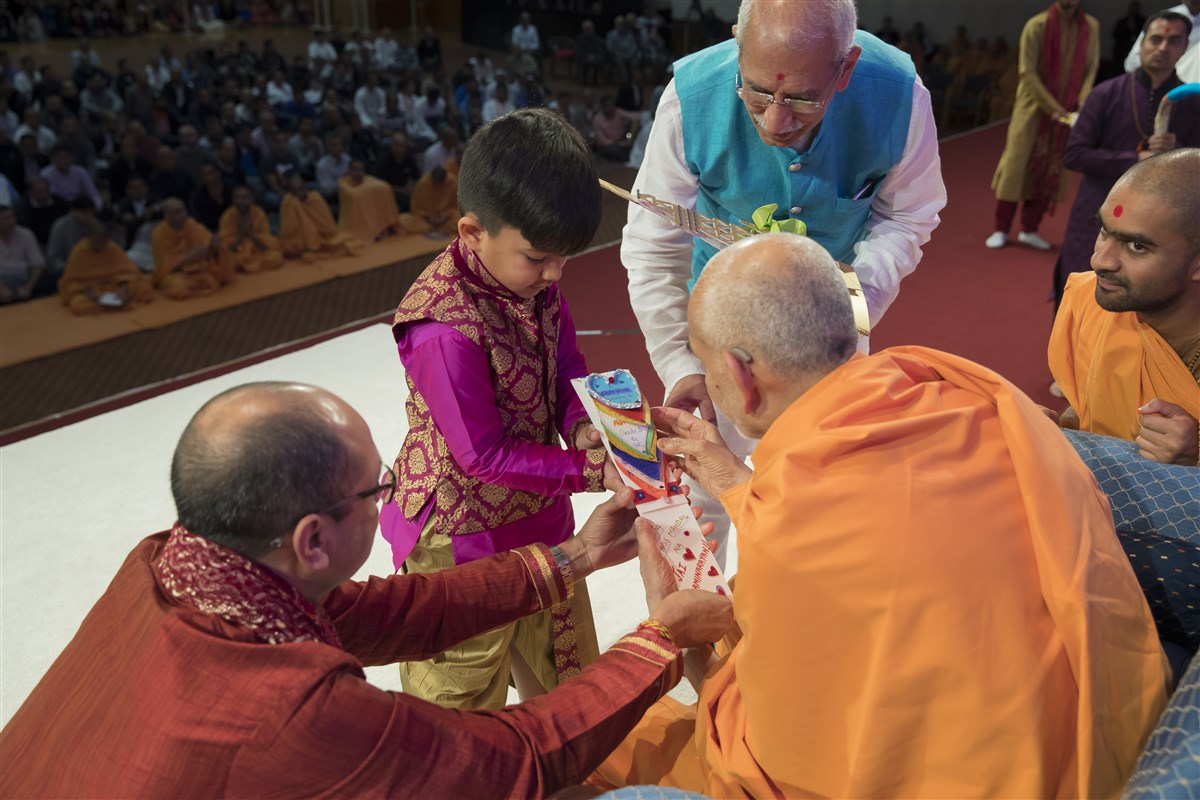 Devotees from Paris extend an invitation to Swamishri to grace Europe