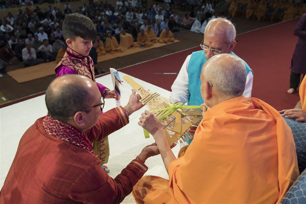 Swamishri will be in Paris from 15 to 18 October