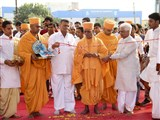 Pujya Doctor Swami and dignitaries perform gate inauguration rituals
