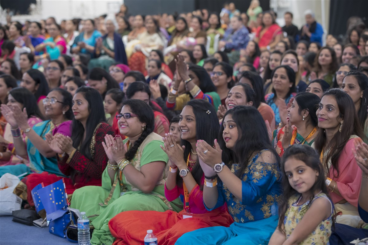Devotees enjoy the assembly