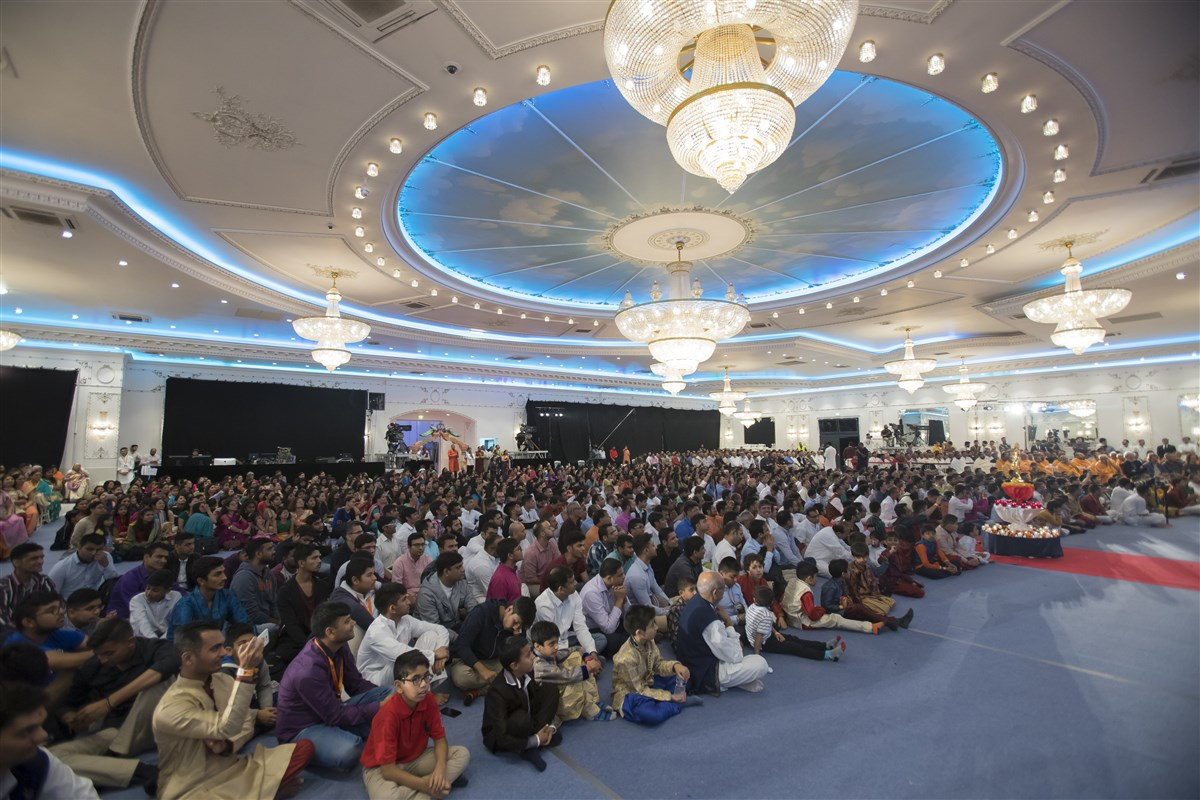 Devotees enjoy the evening assembly