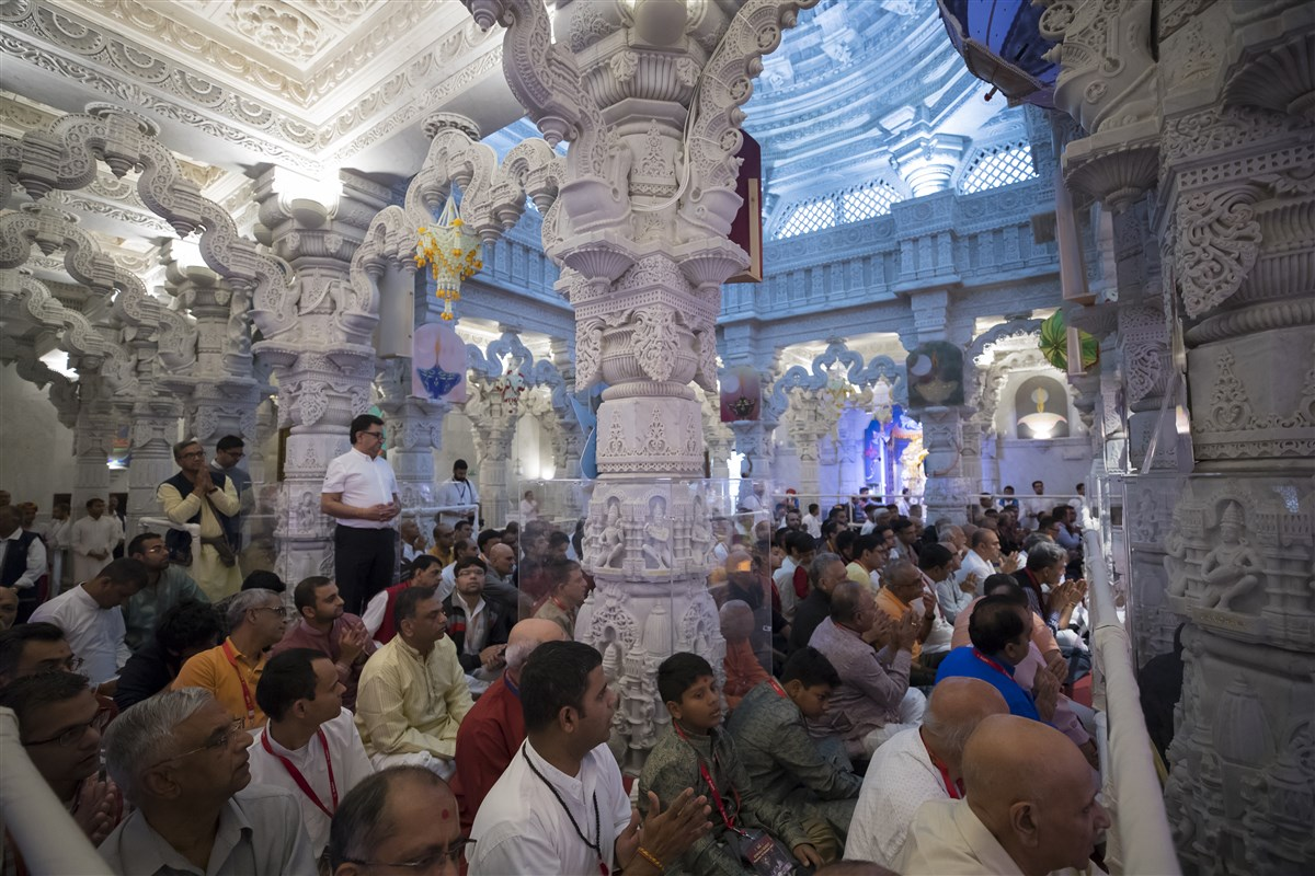 Devotees participate in the annakut thal