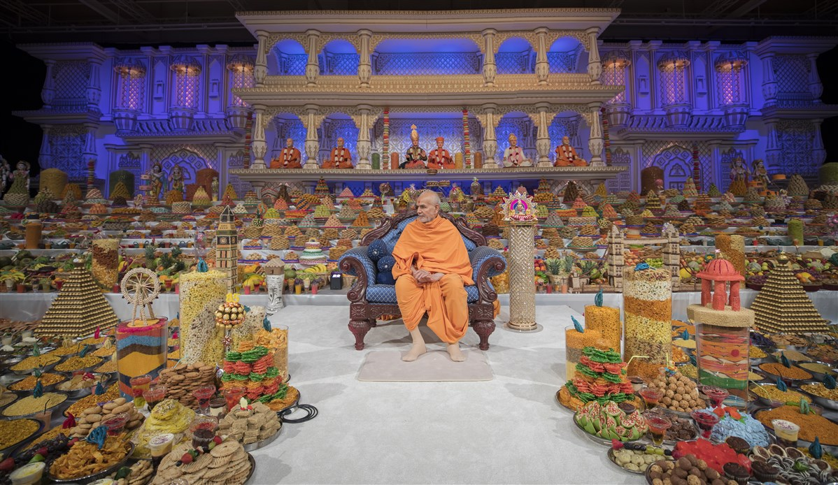 Swamishri presides over the main annakut assembly