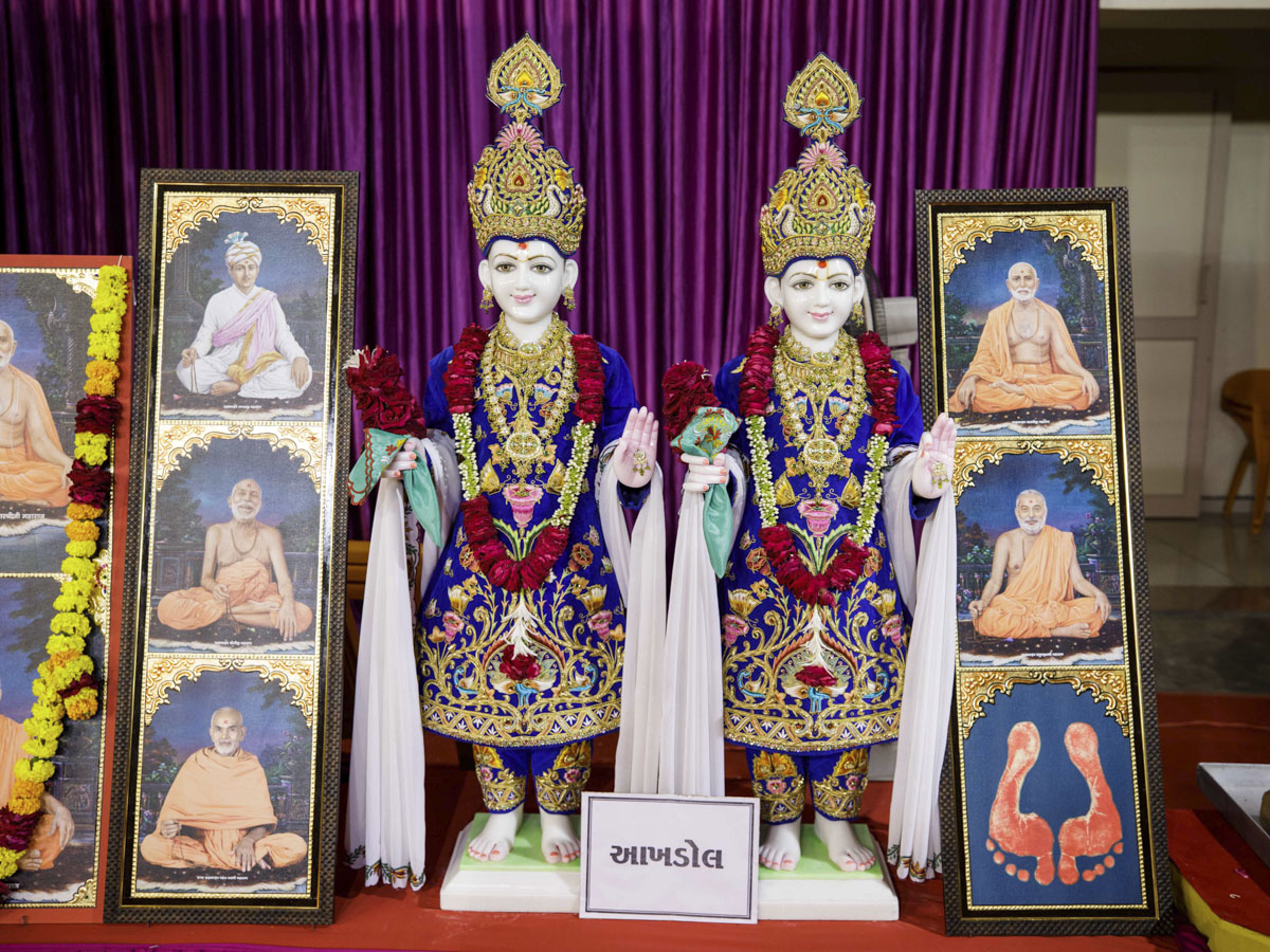 Murtis to be consecrated for the BAPS Shri Swaminarayan Mandir at Akhdol, India