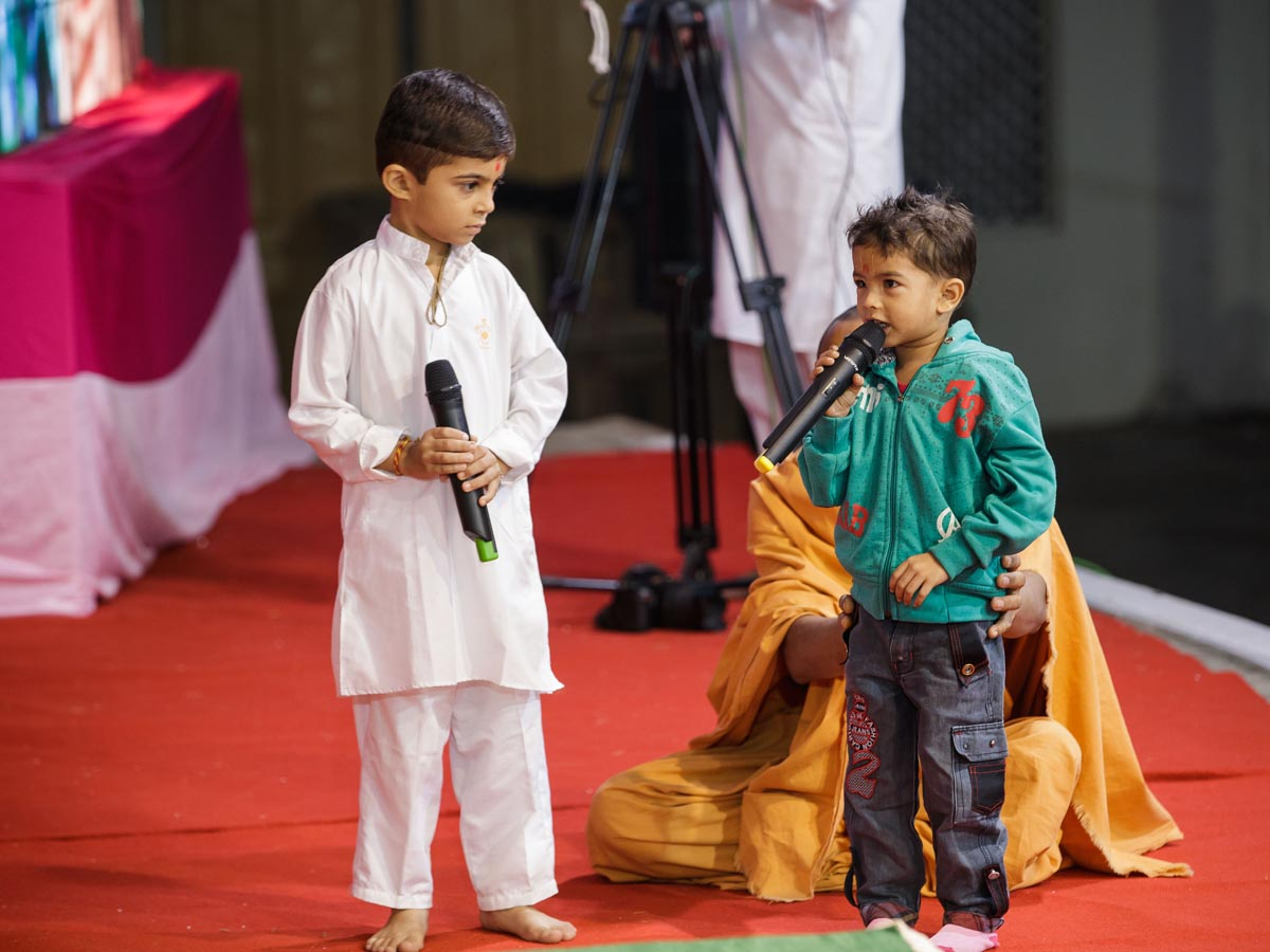 Children present in Swamishri's puja
