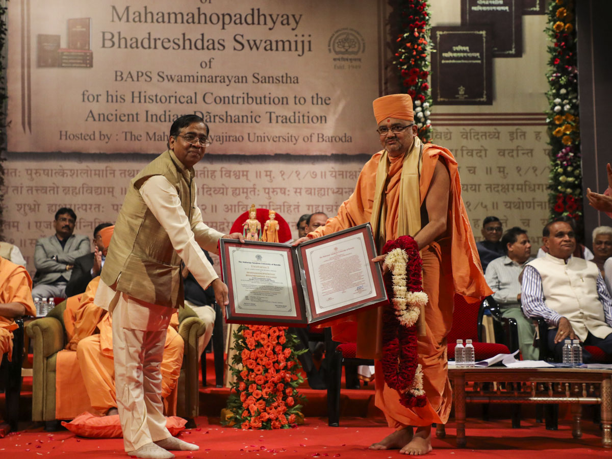 Vice Chancellor of The Maharaja Sayajirao University of Baroda, Dr. Parimal Vyas, honors Bhadresh Swami