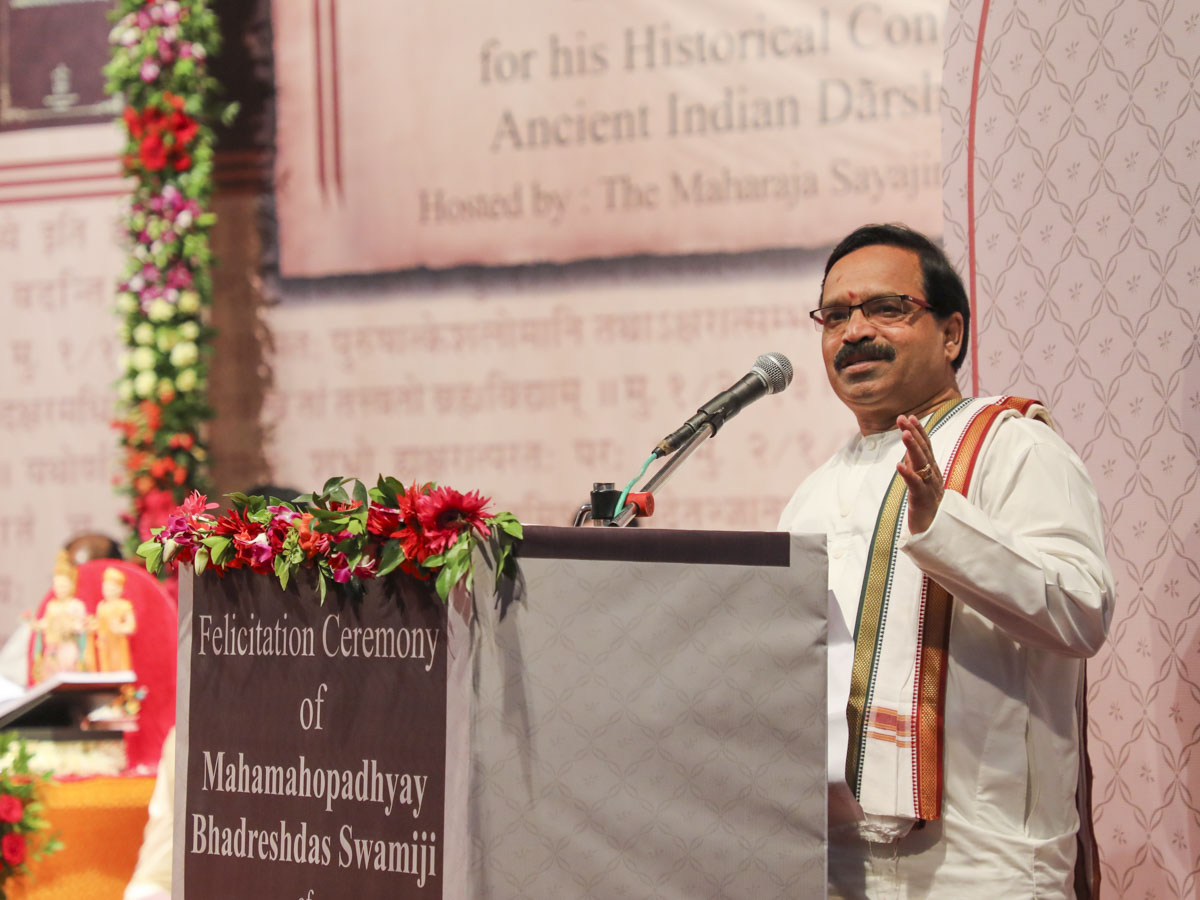 Vice Chancellor Dr. Murlidhar Sharma of Rashtriya Sanskrit Vidyapeetha, Tirupati, addresses the assembly