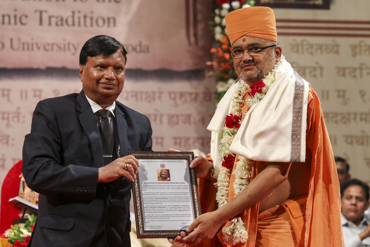 Vice Chancellor Dr. Shivendra Gupta of Veer Narmad South Gujarat University honors Bhadresh Swami