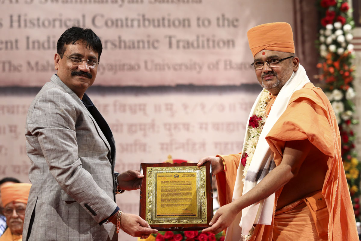 Vice Chancellor Dr. C. B. Jadeja of Krantiguru Shyamji Krishna Verma Kachchh University honors Bhadresh Swami