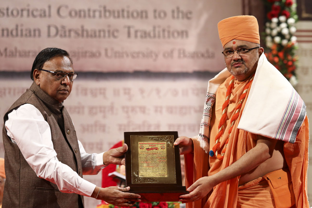 Vice Chancellor Dr. J. P. Maiyani of Bhakta Kavi Narsinh Mehta University honors Bhadresh Swami