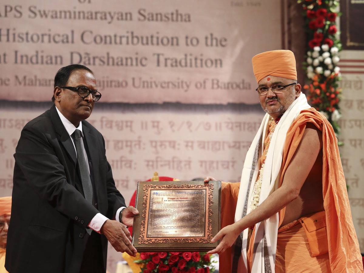 Vice Chancellor Prof. B.G. Patel of Charotar University of Science & Technology felicitates Bhadresh Swami