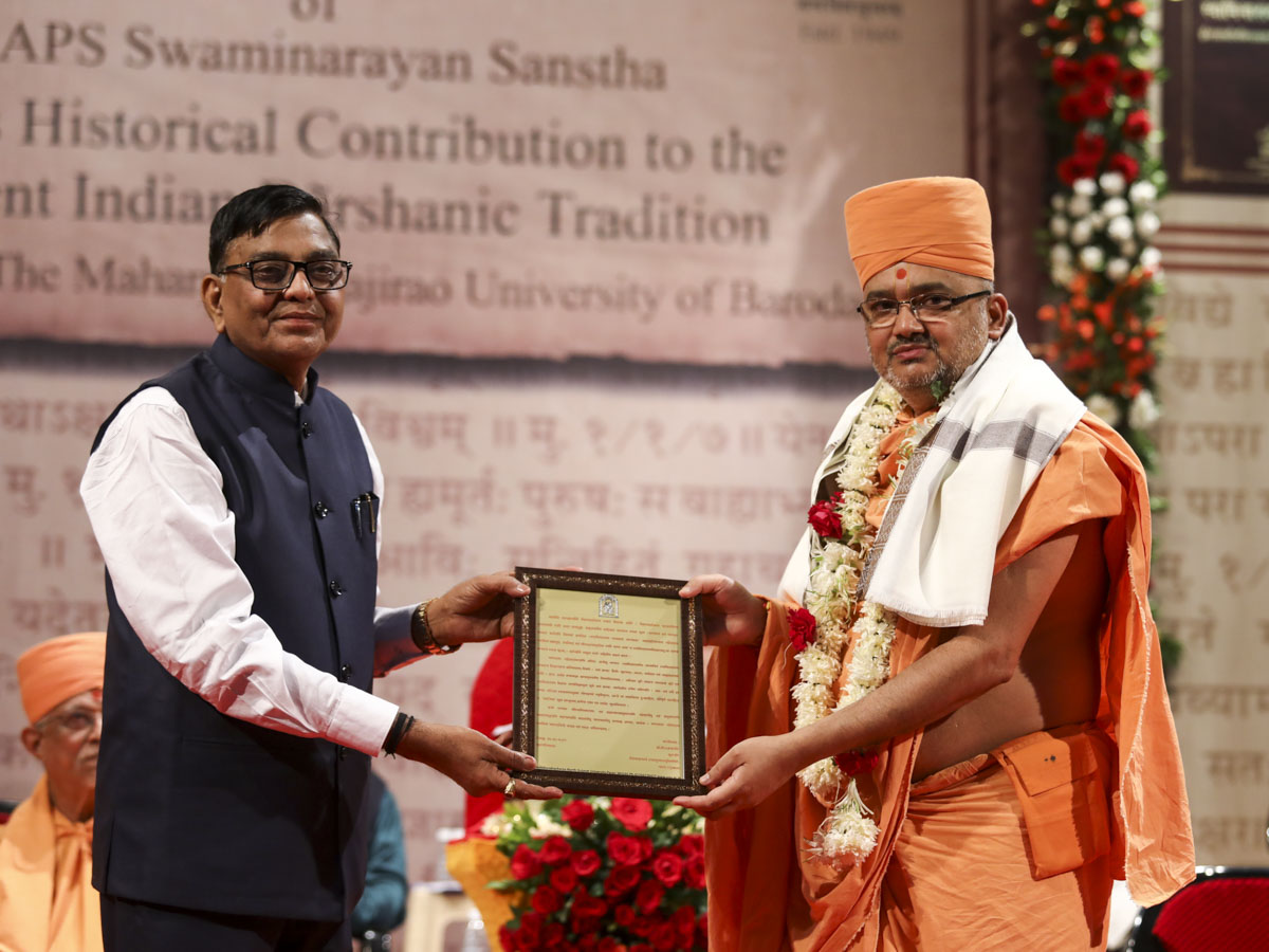 Vice Chancellor Prof. B.A. Prajapati of Hemchandracharya North Gujarat University honors Bhadresh Swami