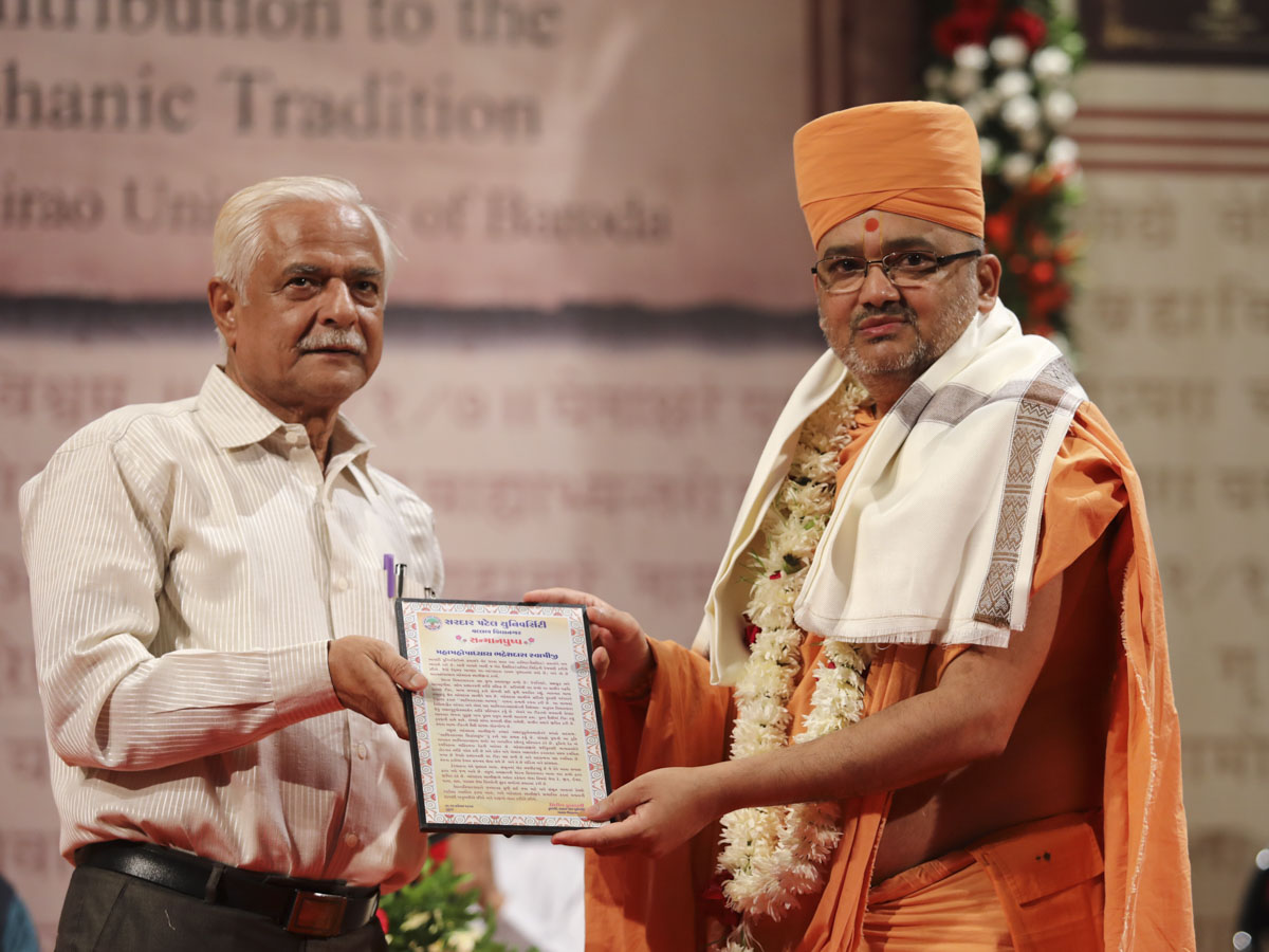 Vice Chancellor Dr. Shirish Kulkarni of Sardar Patel University honors Bhadresh Swami