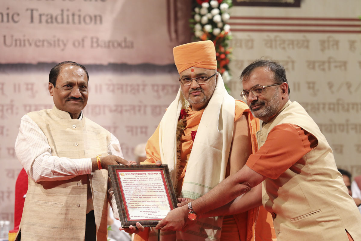 Vice Chancellor Dr. K. S. Likhiya and representative of Children's University honor Bhadresh Swami