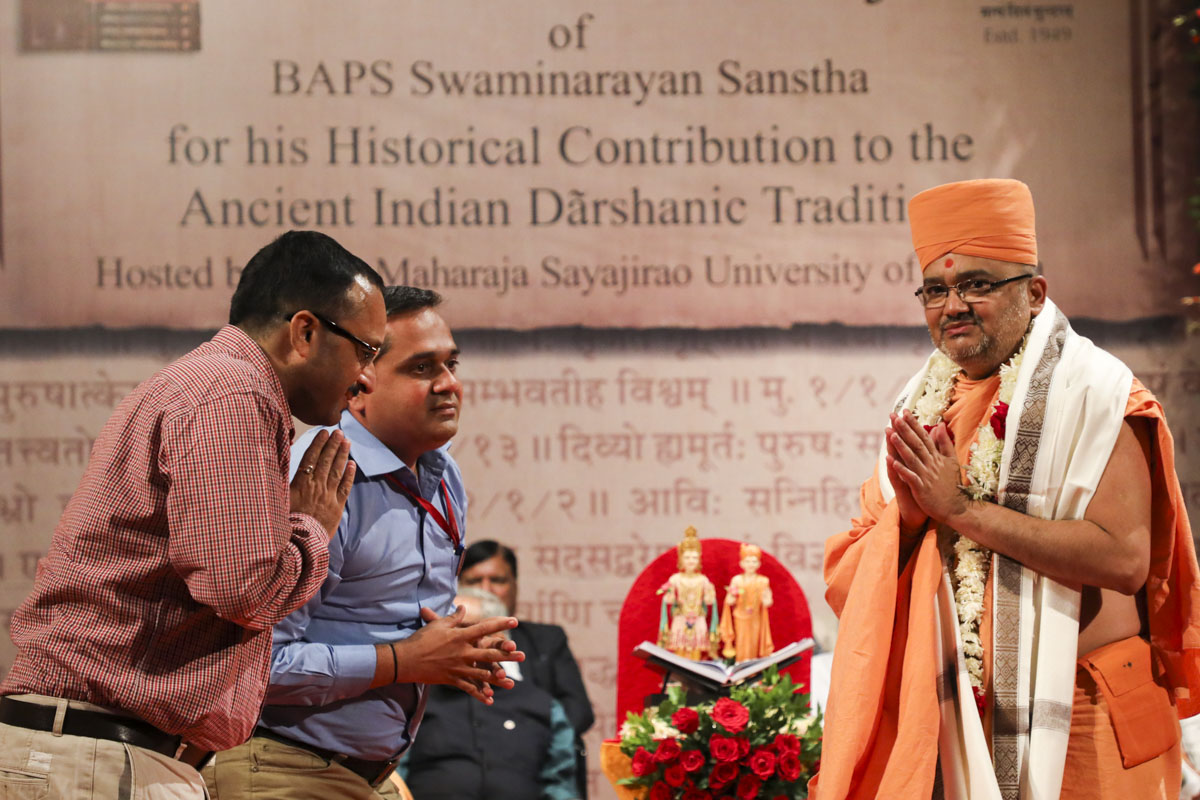 Shri Urmil Dave and representative of Nirma University honor Bhadresh Swami