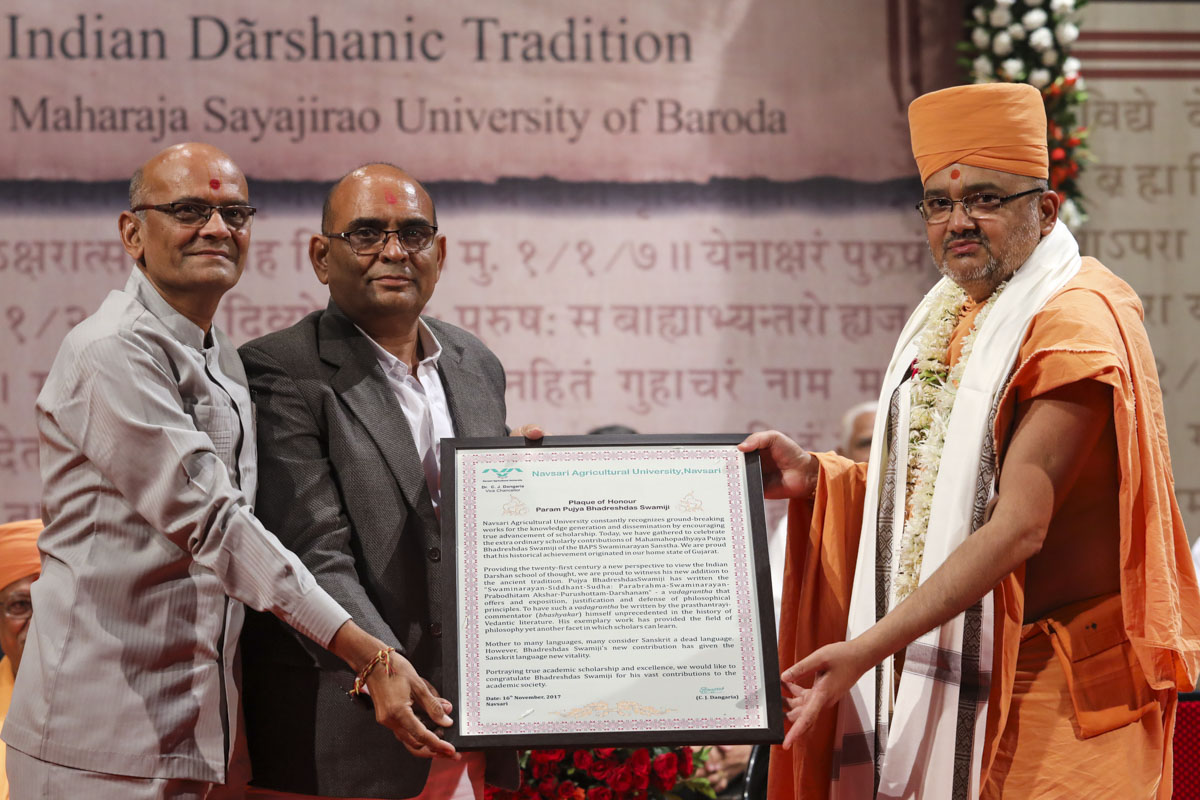 Shri Vallabh Thummar (PO) and representative of Navsari Agriculture University honor Bhadresh Swami
