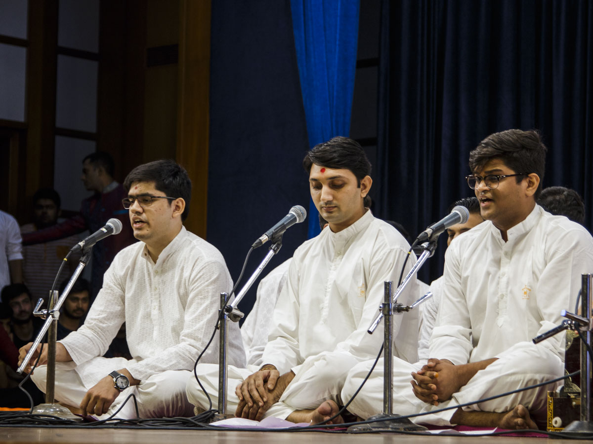 Youths sing kirtans in the Yuva Din assembly