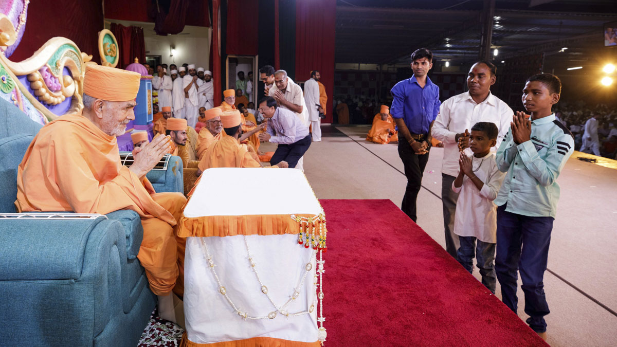 Swamishri blesses family members of newly initiated  sadhus