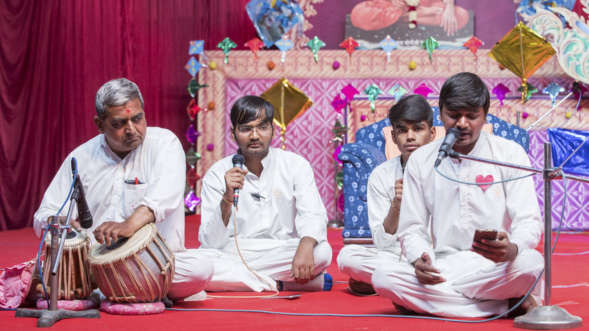 Youths sing kirtan in the evening Jholi celebration assembly