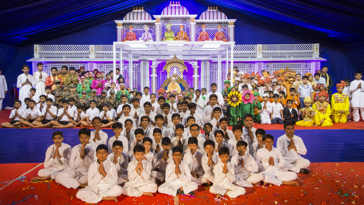 Children with Swamishri after their performance