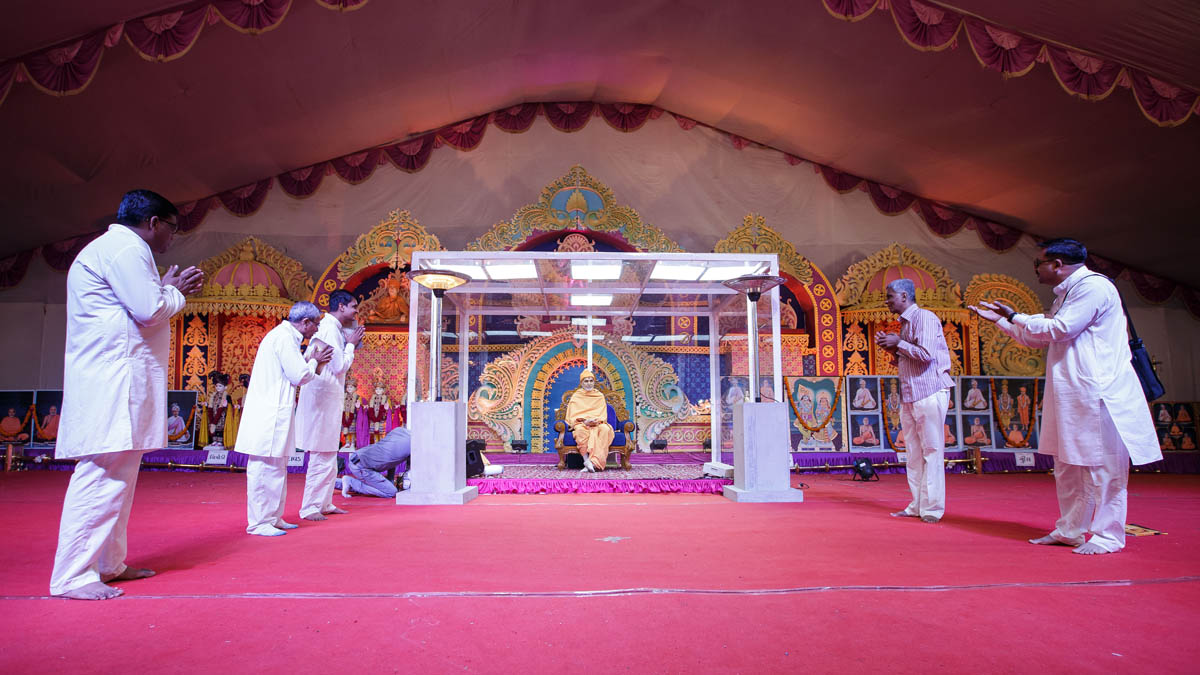 A skit presentation by devotees in the evening satsang assembly