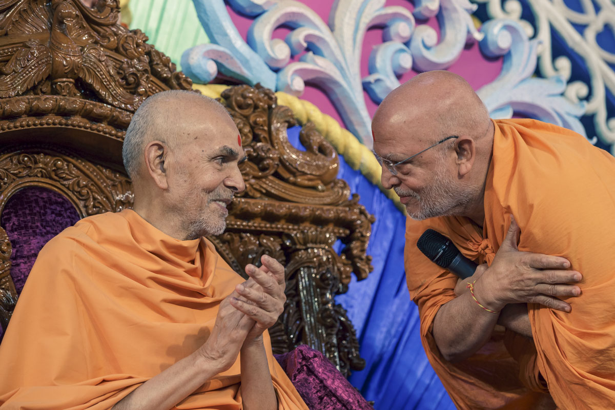 Swamishri interacts with Pujya Ghanshyamcharan Swami