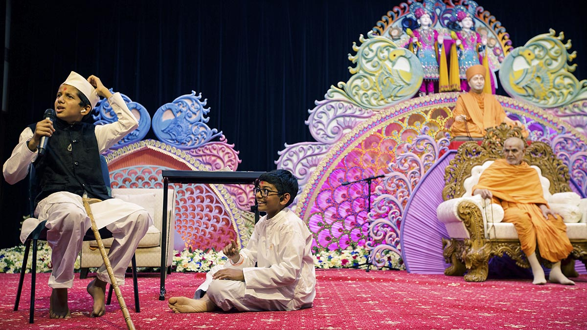 A skit presentation by children in the evening satsang assembly