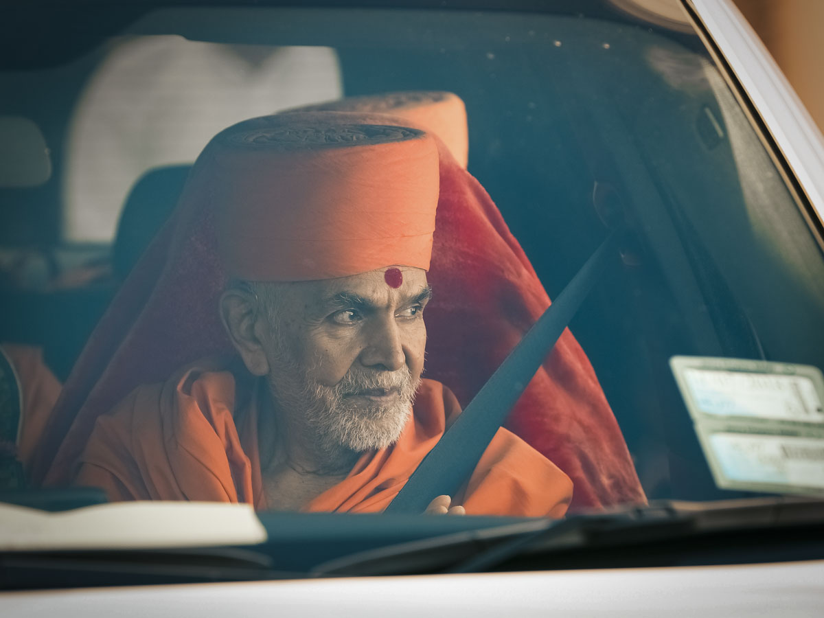 Swamishri departs from Auckland