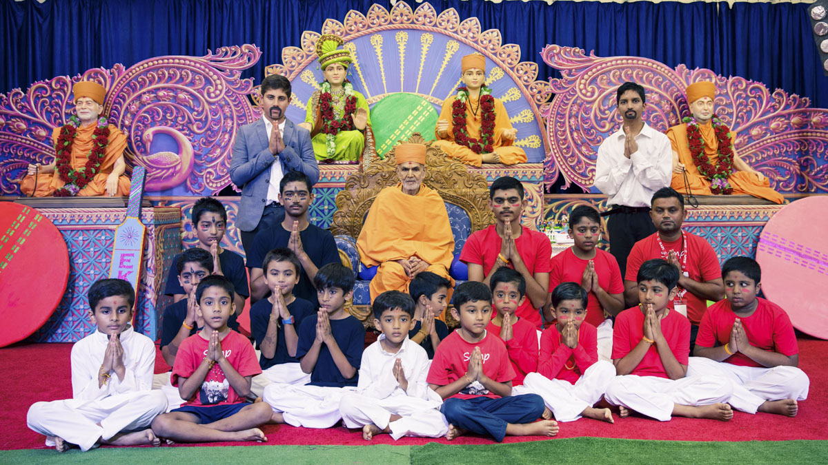 Children and youths with Swamishri