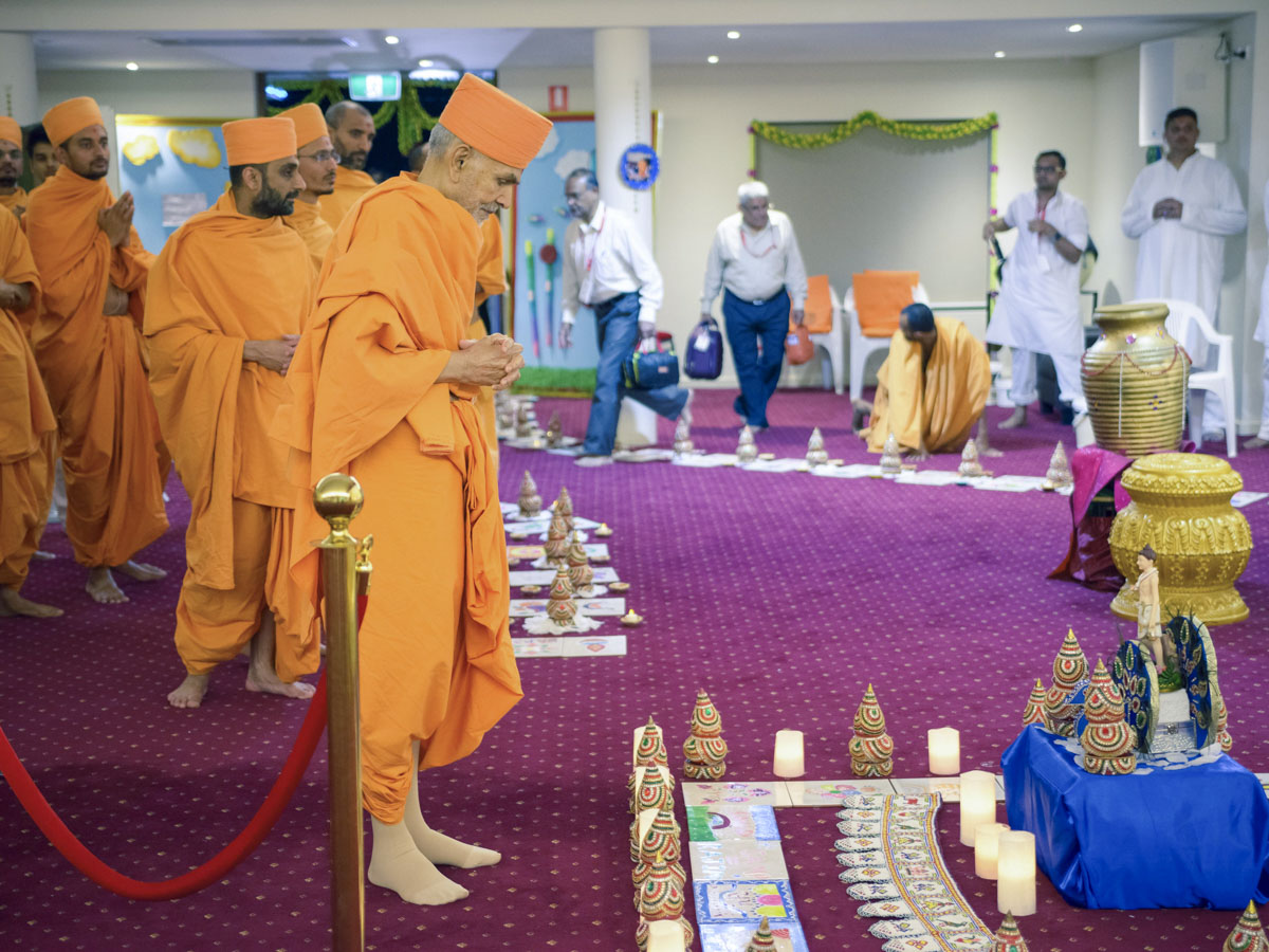 Swamishri observes decorative displays prepared by devotees