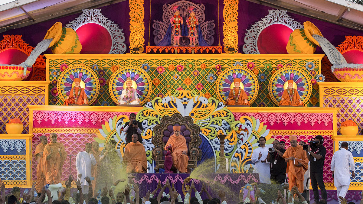 "Pushpadolotsav Celebration<br><a href=""http://www.baps.org/News/2018/Pushpadolotsav-Celebration-2018-12909.aspx"" target=""blank"" style=""text-decoration:underline; color:blue;"" >For more photos</a>"