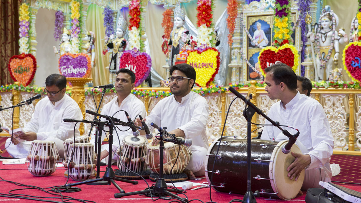 Youths sing kirtans during the assembly