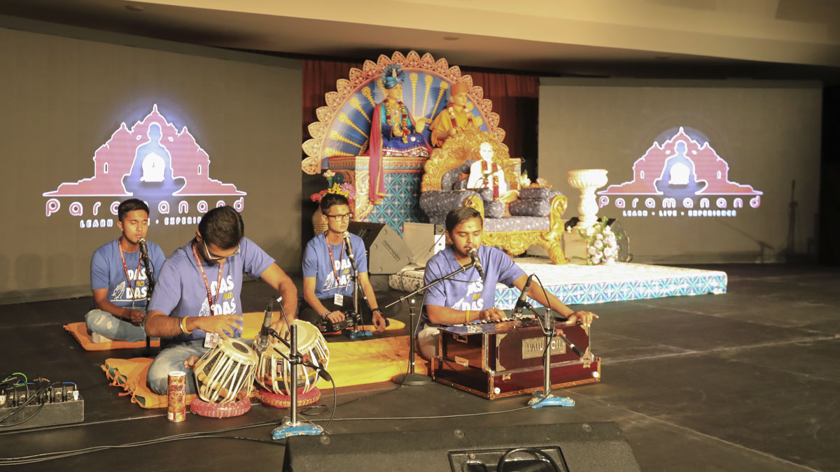 Youths sings kirtans in the evening session